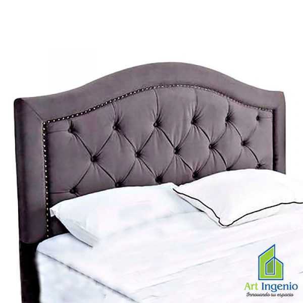 cabecera marrón claro con almohadas