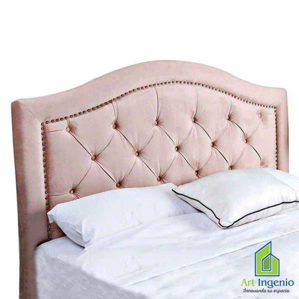 cabecera crema con almohadas