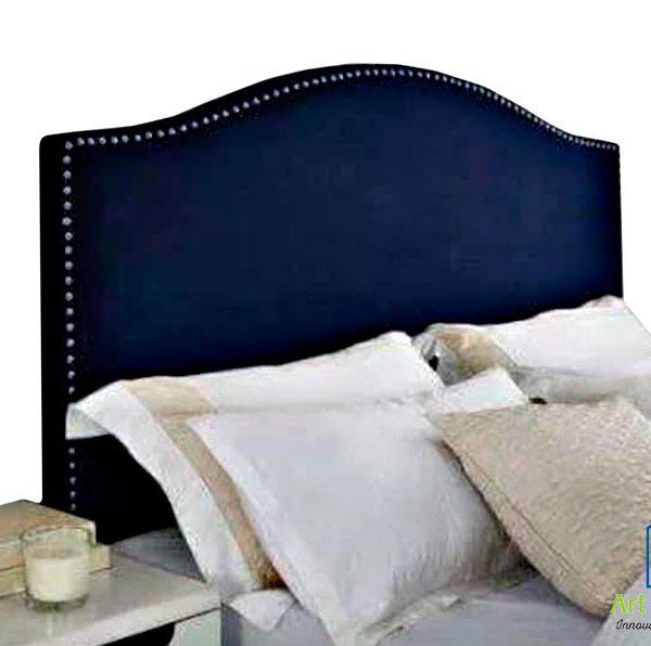 cabecera azul oscuro con almohadas